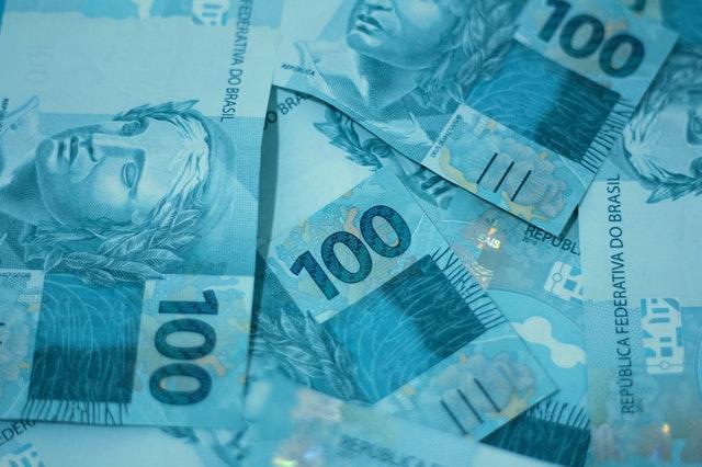 Imagem de cédulas de 100 reais